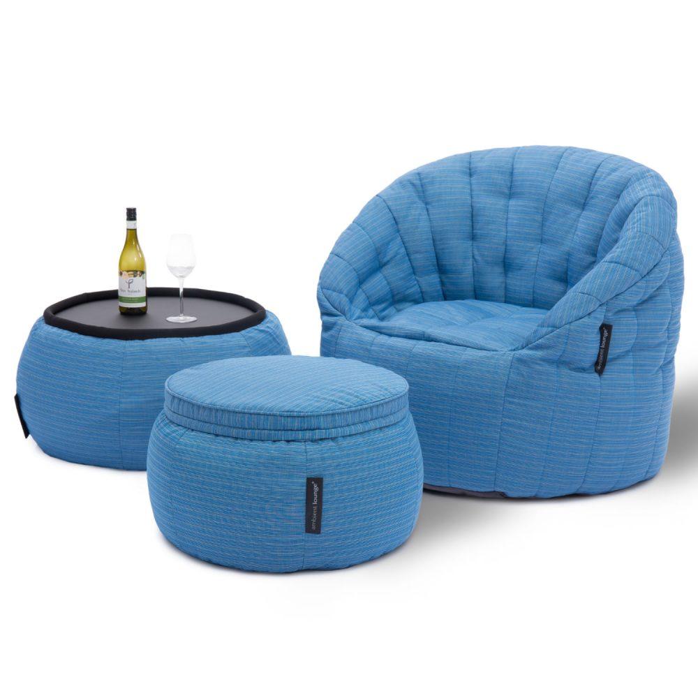 アウトドアに最適な明るいブルーのビーズ入りバタフライソファとビーズ入りテーブル