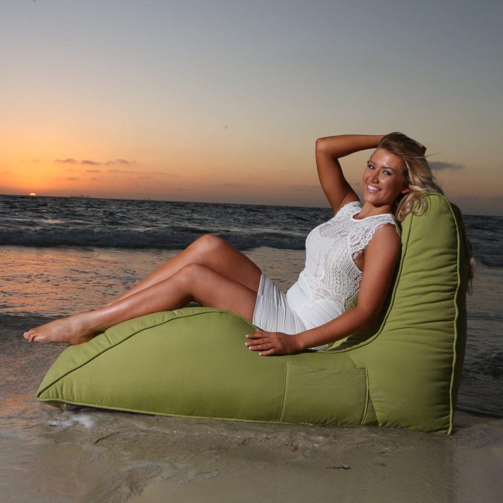 ビーチにも最適、ベット以上ソファ未満のアウトドア用ソフトクッション