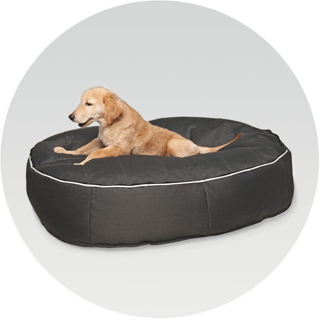 大型犬のラブラドールが寝転んでも十分なサイズ感のペットベッド